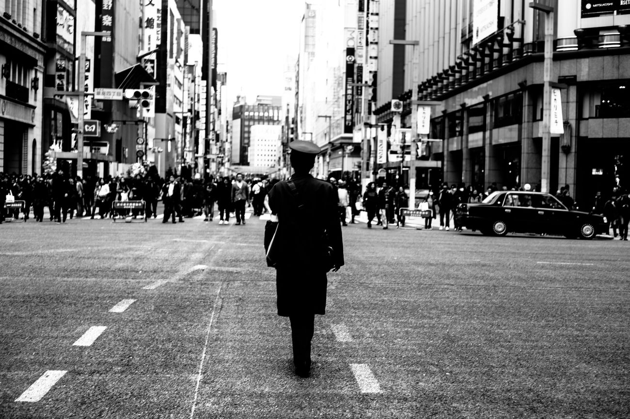 Street Real People Building Exterior Full Length Built Structure City Architecture Rear View Walking One Person Outdoors City Street Road Men City Life Day Tokyo Street Photography Streetphotography Blackandwhite Street Photography Monochrome Capture The Moment 35mm EyeEm Best Shots Leicacamera