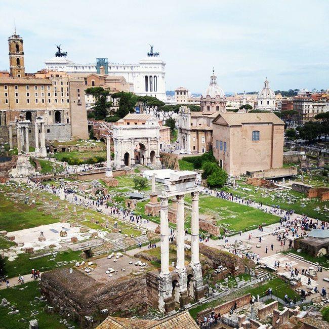 로마의 흔적을 그대로 가지고 있는 포로로마노 로마제국이 가득했던 곳이지만 이제 흔적만이 증언해주는 그곳 조상들이 만들어 놓은 흔적들이 지금사는 후손들에게 큰 재산이 되고 있는 그곳 Romanforum Fororomano 포로로마노 로마 Roma Rome
