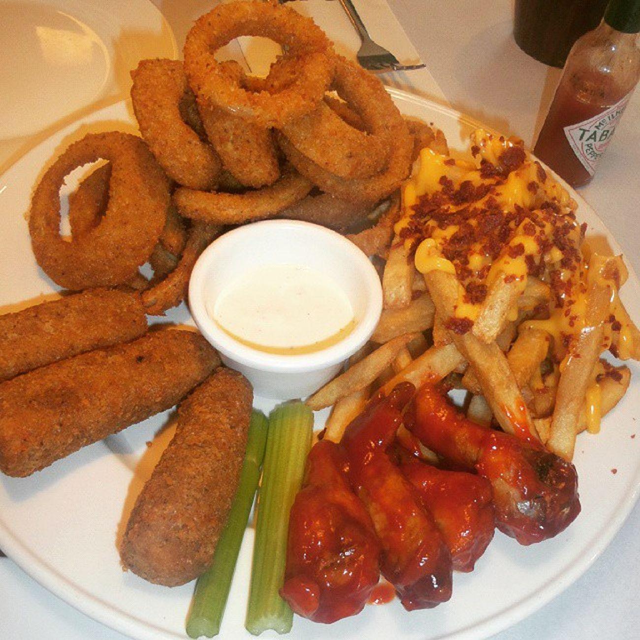 appetizer Burgoo Fries Buffalowings Onionrings mozzarellasticks
