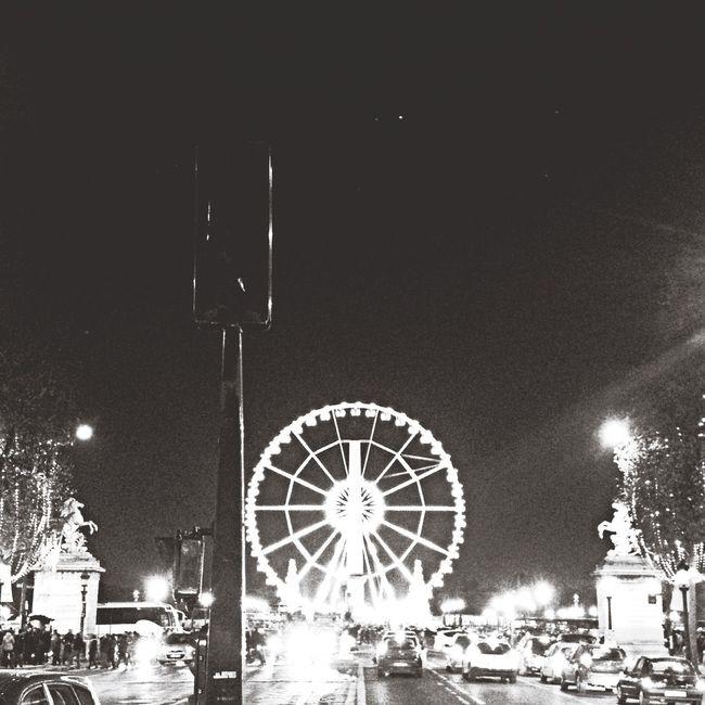 Grande roue Paris Champselysées Hanging Out Night Enjoying Life Tonight