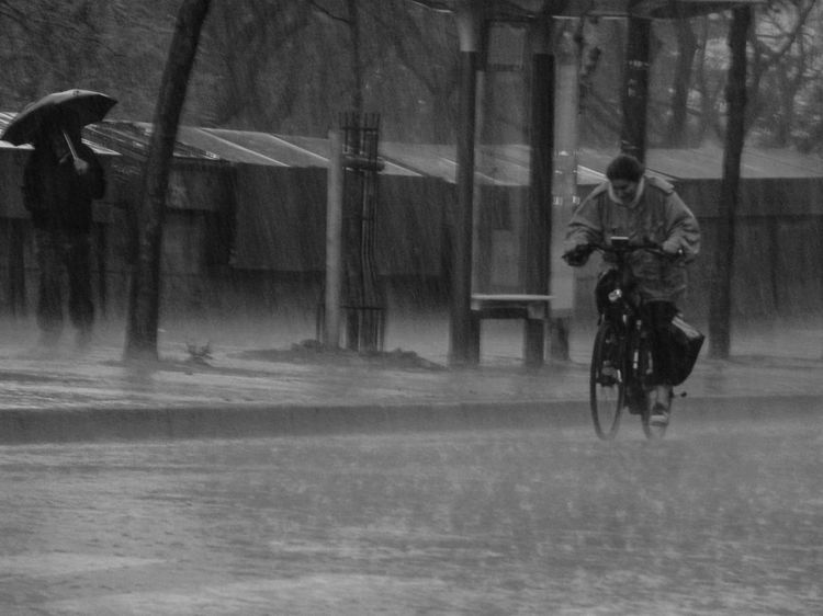 out of time Rain Rainy Days Paris Je T Aime Bicycle Outoftime Bnw_collection Bnw_life Bnw_worldwide Bnwphotography BNW PARIS Bnw Photography Bnw_city Bnw_of_our_world Bnw_universe Bnw_rose Bnwlovers