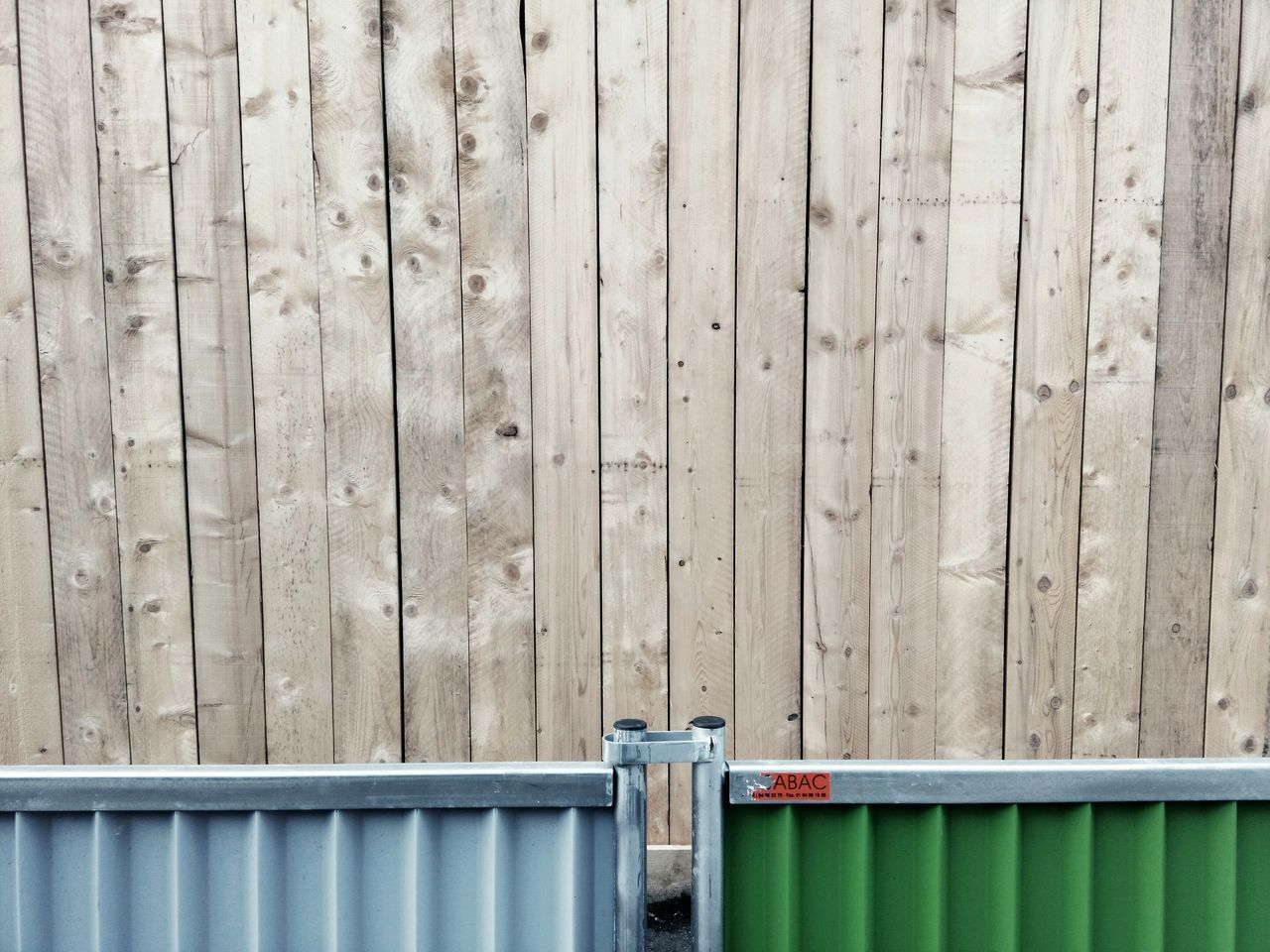 Deceptively Simple Streetphotography Urban Landscape Wooden Pallet Palissade Construction Fence Close-up Detail Minimalism No People Things I Like Here Belongs To Me Up Close Street Photography The Architect - 2016 EyeEm Awards Minimalist Architecture