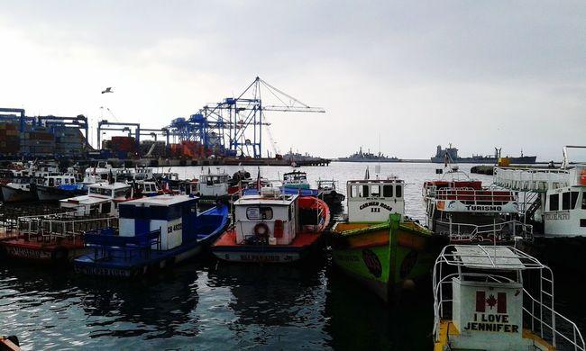 Puerto de Valparaiso Valparaiso View Boats⛵️ Grey Sky Sea And Sky Boats And Water Boats Boats Boats Sea Eyeem Boats