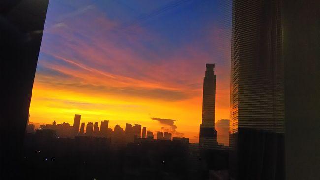 Rise up, Manila! Kickassmonti Eyeem Philippines Sunrise Sunrise Silhouette Sunrise_Collection Manila Philippines Good Vibes City Life City Escape