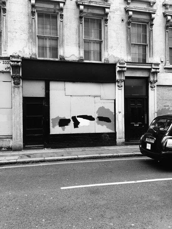 Holborn, London. Streetphotography Incidental Art Streetart Blackandwhite Photography Blackandwhite Artistic Photo IPhoneography Photooftheday Monochrome