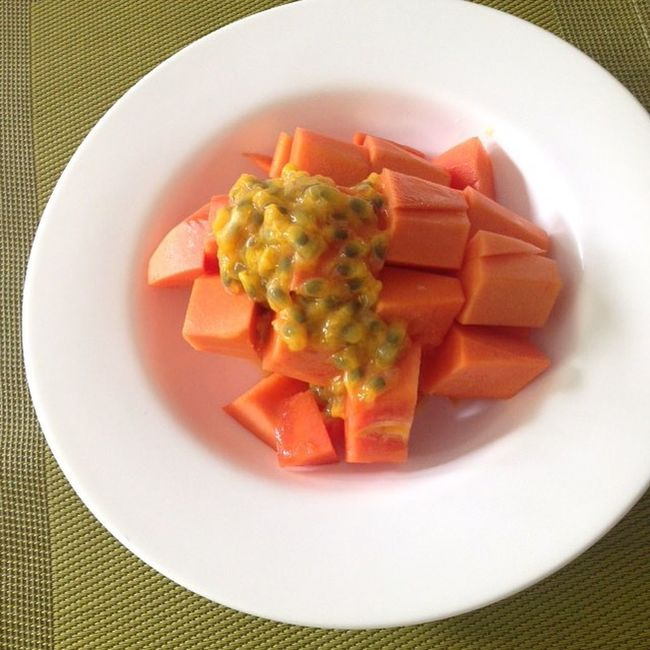 Thursday vegan day 🍉🍓🍍 Halfpapaya Twopassionfruit Hclf Vegan 😄😋🌺🌸🌿