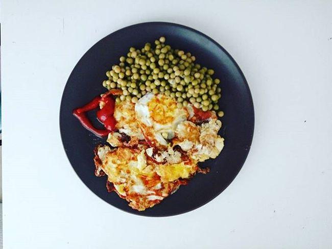 Олюшкин завтрак 🍳 яйцо бекон горошек