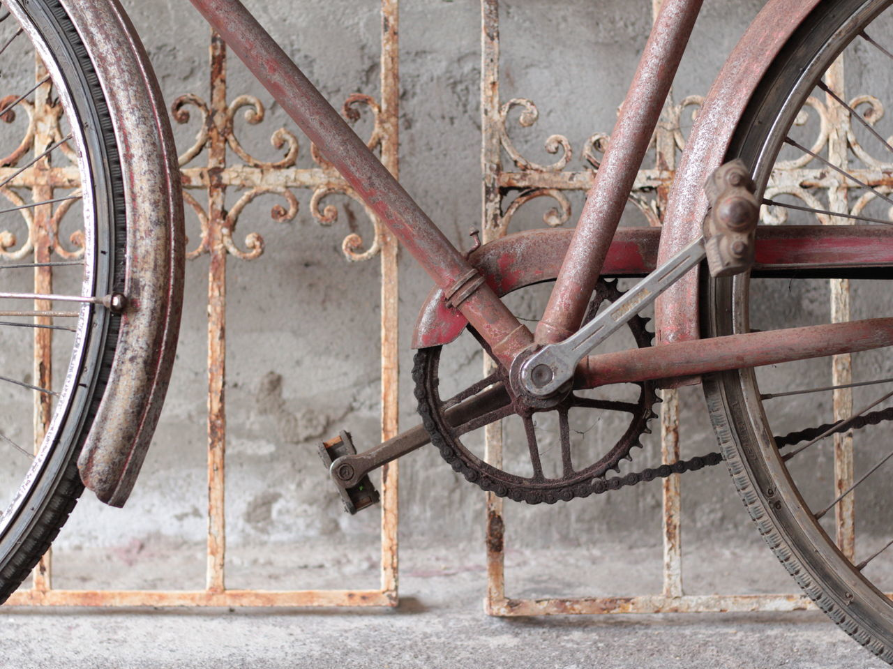 Bicycle Bicycleframes Bicycles Close-up Metal Mode Of Transport Old Old-fashioned Rusty Stationary Tire Transportation Vintage Wheel EyeEmNewHere EyeEmNewHere