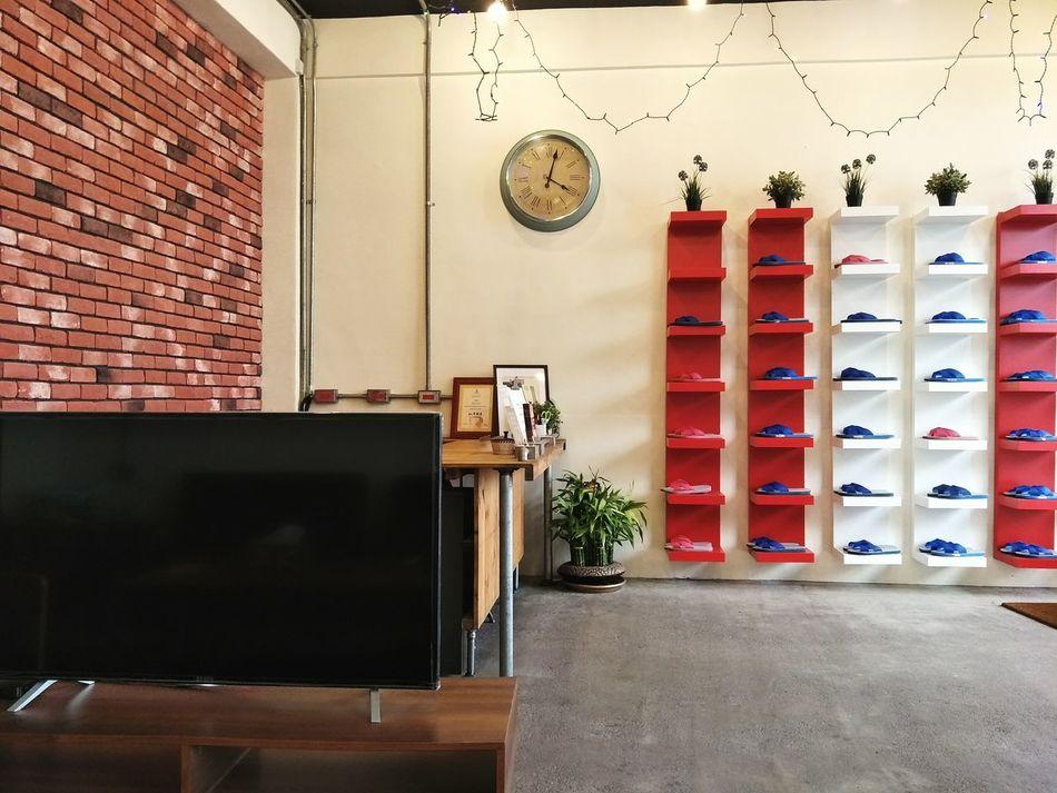 舒適的背包客棧 Comfortable Hollidays Flipflops Color Photography