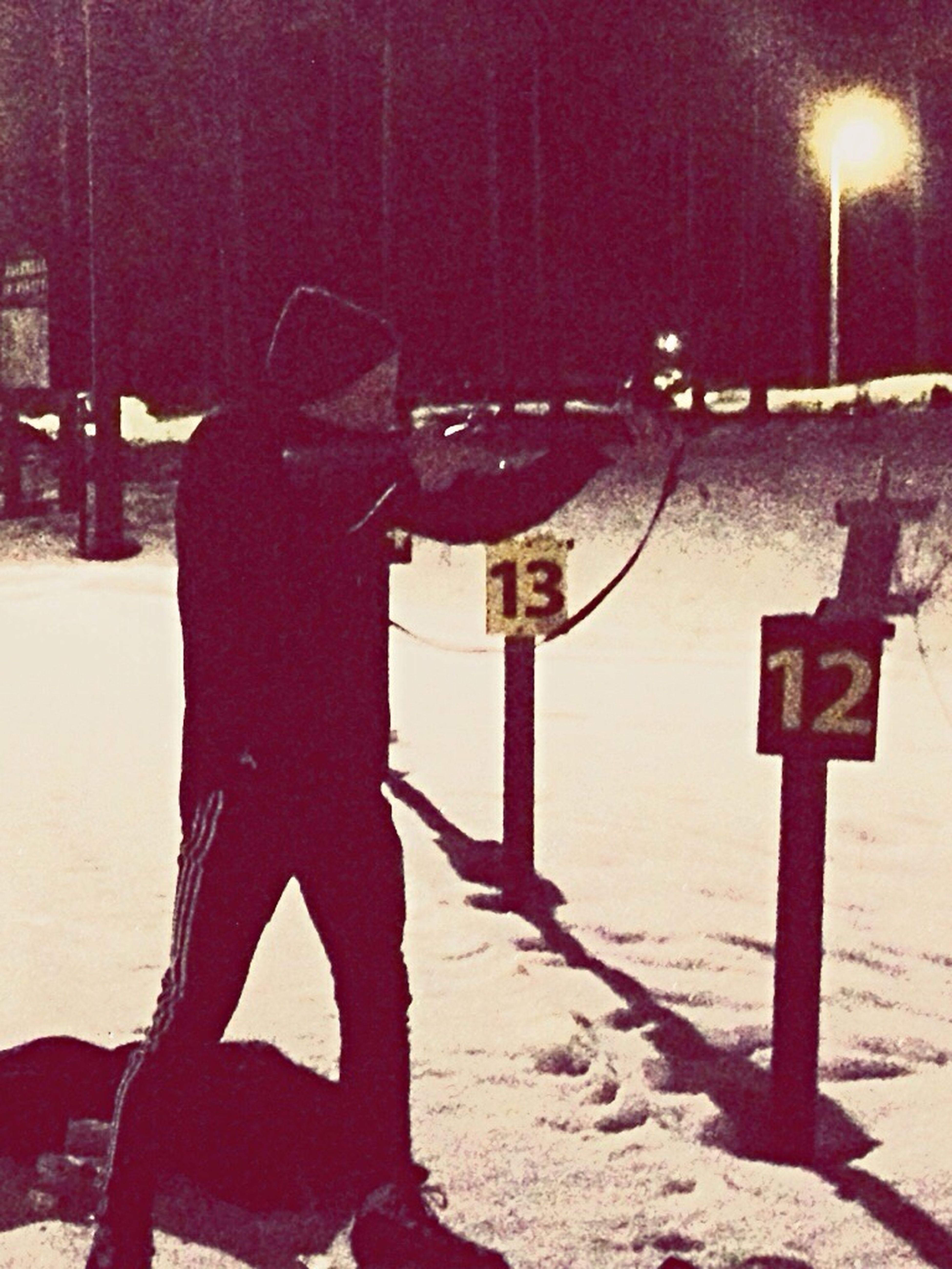 Wätt suddig bild, men efter att skjutit ett bra tag har jag kommit fram till att jag är värdelös på skidskytte, så ni vet det Skjutglad