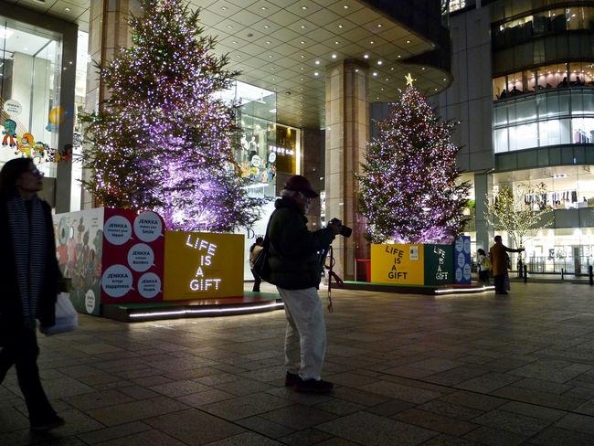 So, It Happened One Night ? : IWATAYA square Tenjin, Fukuoka City. December 21. Amateurphotographer  Christmas Decorations Frame It! Lowlight Night Lights Nightphotography On The Street Corner People Watching Signboard Square Text The Rule Of Thirds Urban Landscape Walkers 岩田屋 福岡市 Panasonic Gx1 LUMIX G VARIO 14-45/F3.5-5.6 28mm handheld