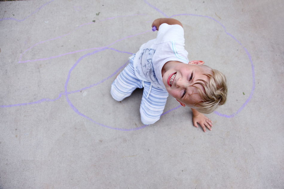Beautiful stock photos of kids, 4-5 Years, Boys, Casual Clothing, Chalk - Art Equipment