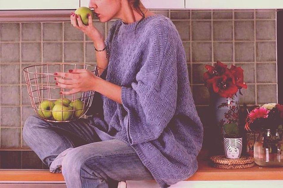 Η Αφροδίτη(θεά) και τα μήλα της(ξινά). °•°{January 4th} αθηνούλα μεταξουργείο αφροδίτη μήλα Thusrdaylove Thursdayvibes MyPhotography Photooftheday MyGIRL Mylove Kitchenstories FriendsAreFamily Loveiseverywhere Loveisintheair VSCO Vscocam Vscolove Vscomornings Vscothursdays Vscofriends Vscophotography Vscoapples Instagreece Instaathens Instagirl instafun instalove instalifo instadaily