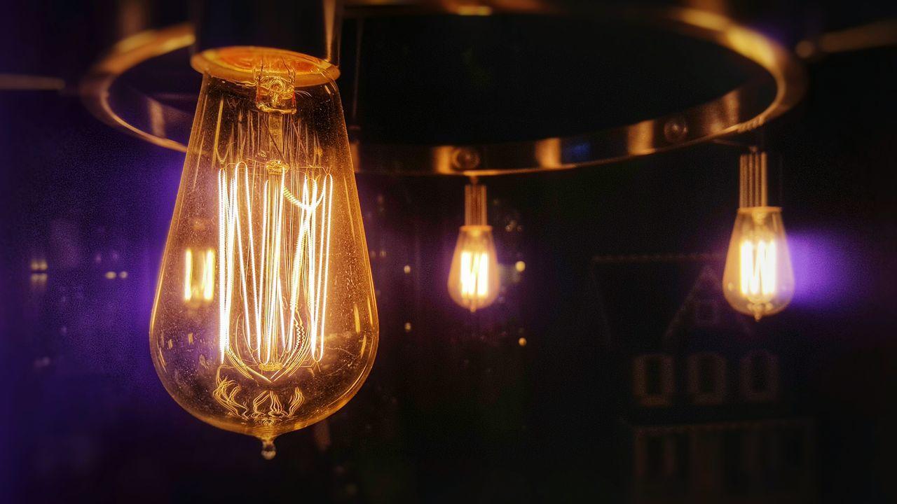 My friends new lighting arrangement! Edison Bulbs Edison Bulb EdisonLight Edisonlamp Filament Filament Light Filament Lights Samsung Galaxy S6 Edge