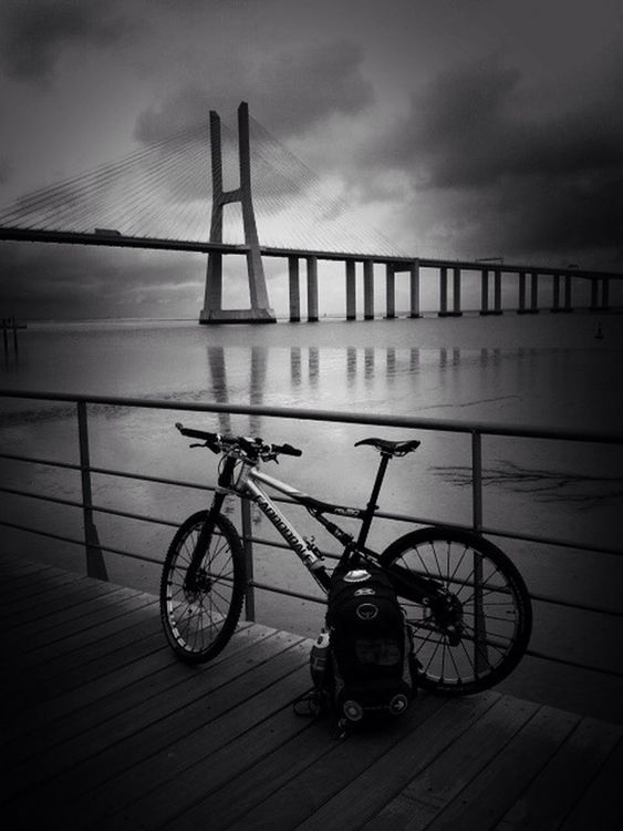 blackandwhite at Parque do Tejo by César Bernardo