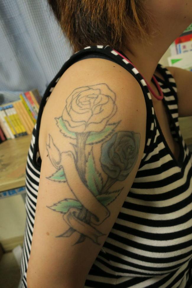 No message... 彼女は未だに悩み続けている。 Tattoo Life Flower Flowerlovers Canon Powershot G9X The Purist (no Edit, No Filter) No Edit/no Filter Border Borderline Skin Skinart Skinarttattoo Person
