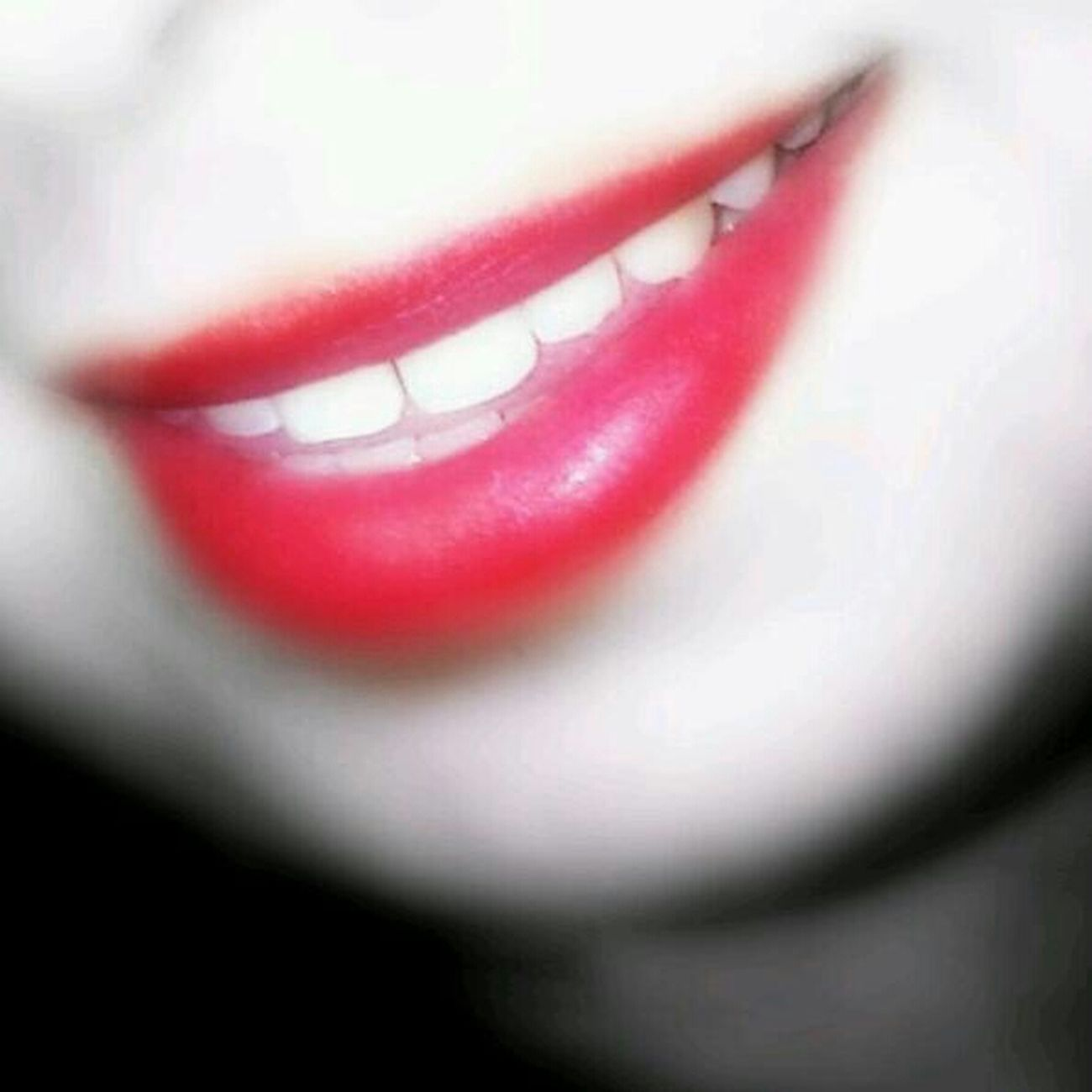 my Smail (:  Red Lips Happy taken by BoOoNeTa