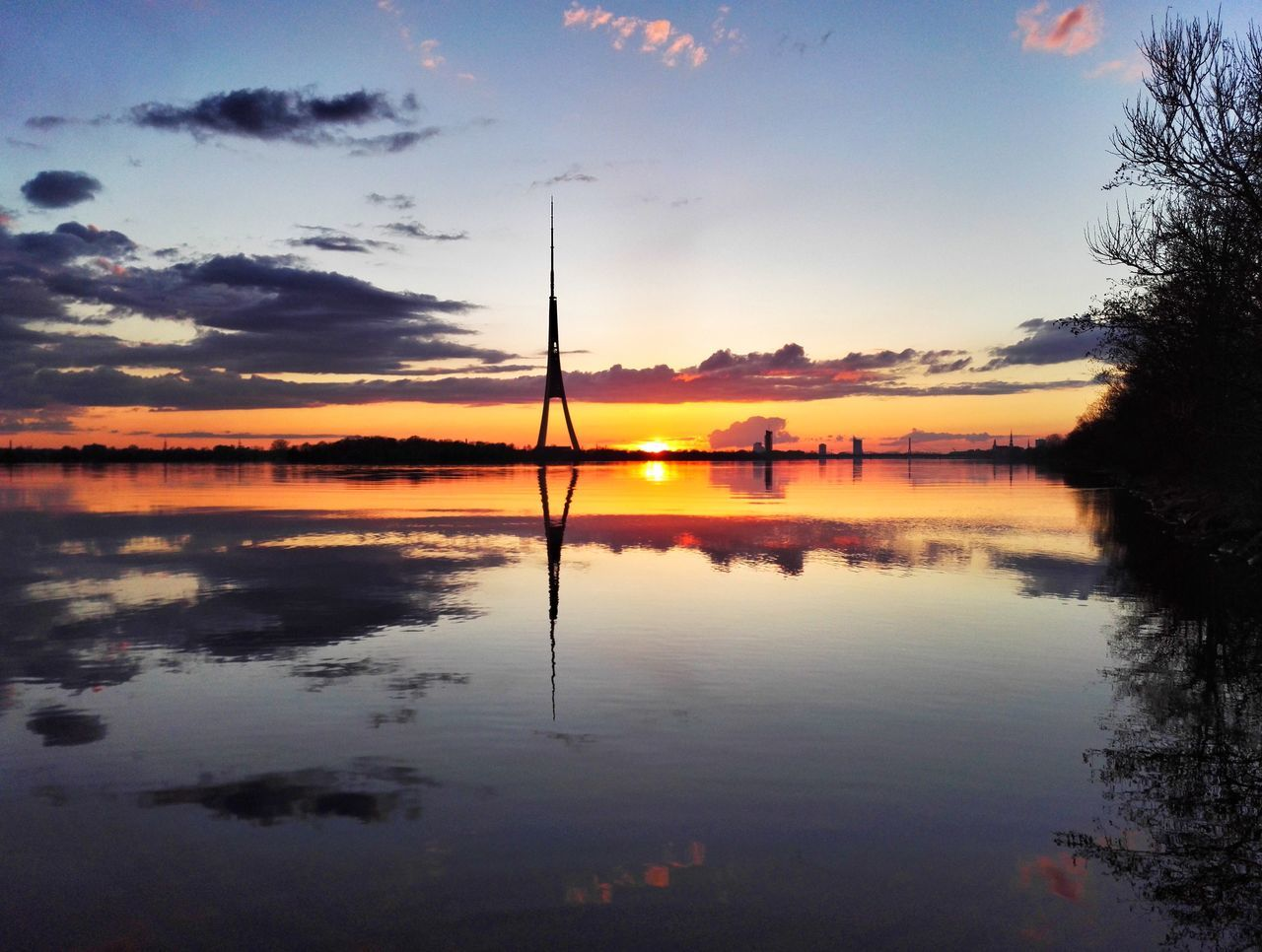 Reflection Sunset Water Sky Nature Beauty In Nature Tranquility Cloud - Sky Landscape Sunset_collection Water_collection Sky_collection River City Horizon Over Water Scenics