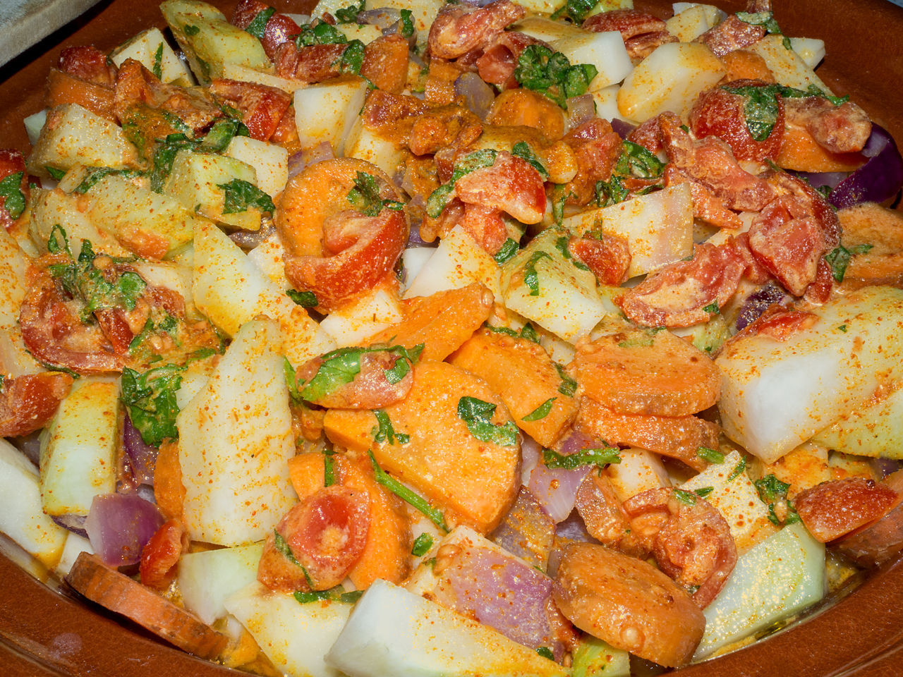 Baked Vegetable Boiled Vegetables Carrots Close-up Cooked Cooked Vegetables Curry Dietetic Eat Food Food And Drink Freshness Healthy Healthy Eating Light Marocco Food Mix Vegetable Onions Parsley Patatoes Ready-to-eat Tajine Vegetable Vegetables Vegetarian Food