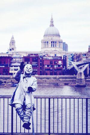 Bienvenido! Portrait Cityscapes Likeforlike Beautiful Streetphotography London City Center United Kingdom Pantomime Saint Paul's Cathedral Likeforlike #likemyphoto #qlikemyphotos #like4like #likemypic #likeback #ilikeback #10likes #50likes #100likes 20likes Likere [a:1199176] Followme Happy Day Amazing City Traveling Beautiful City Journey City View  Beautiful Day EyeEm Best Shots Eye4photography  Eyebest Photo EyeEm Gallery