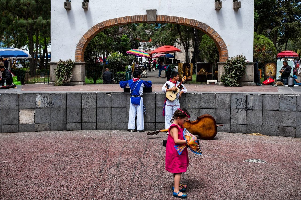 Bazar de Sábado, San Angel, México Hanging Out Mexico City San Angel Kids Guitar Bazar Alvaro Obregon Folklore Mexican Market Center Park Streetphotography People The Street Photographer - 2016 EyeEm Awards The Photojournalist - 2016 EyeEm Awards Feel The Journey