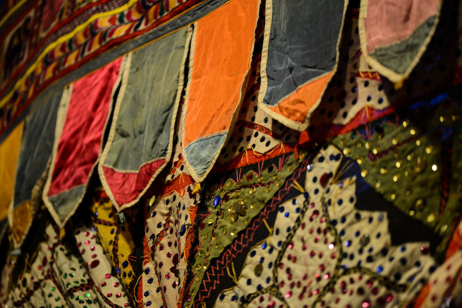 Arabic Arabic Style Bohemian Style Cloth Colourful Colourful Fabrics Fabric Far East Gliter Gypsy Hindu Hinduism Tradition Tribal Tribal Art Vibrant Colors