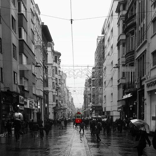 Bu kadar soğuk olma istanbul, sarılacak kimsem yok. 📜✒ ☔ . . Nature Nature_perfection Love Picsart Cokgezenlerklubu Istanbuldayasam Turkey Rainingday Rain Taksim Igworldclub Picsofday Istiklalcaddesi Objektifimden Bestoftheday Naturelovers Istanbul Instagram Fotograf_galerisi Turkey Lovely Instapicture Picsofday Instadaily Naturelovers instagood photo_turkey vscourban foto_naturel fotoğraf