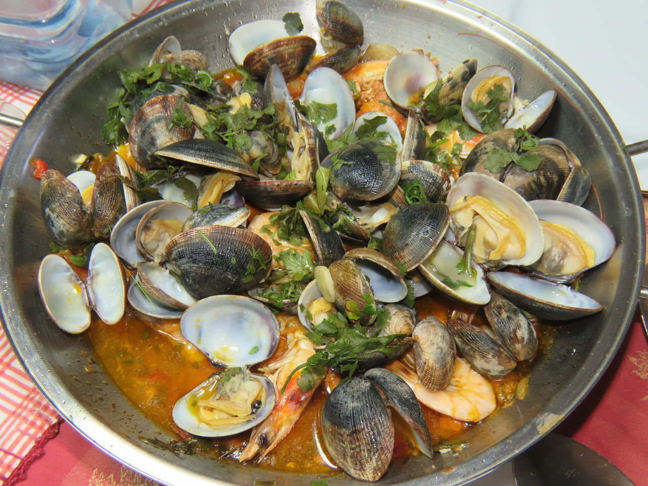 Food Food And Drink Healthy Eating Seafood Freshness High Angle View Plate Close-up Indoors  Mussel Ready-to-eat No People Oyster  Day From My Point Of View Seafoods Seafood Lovers Bowl Indoors  Seafood Food And Drink Freshness