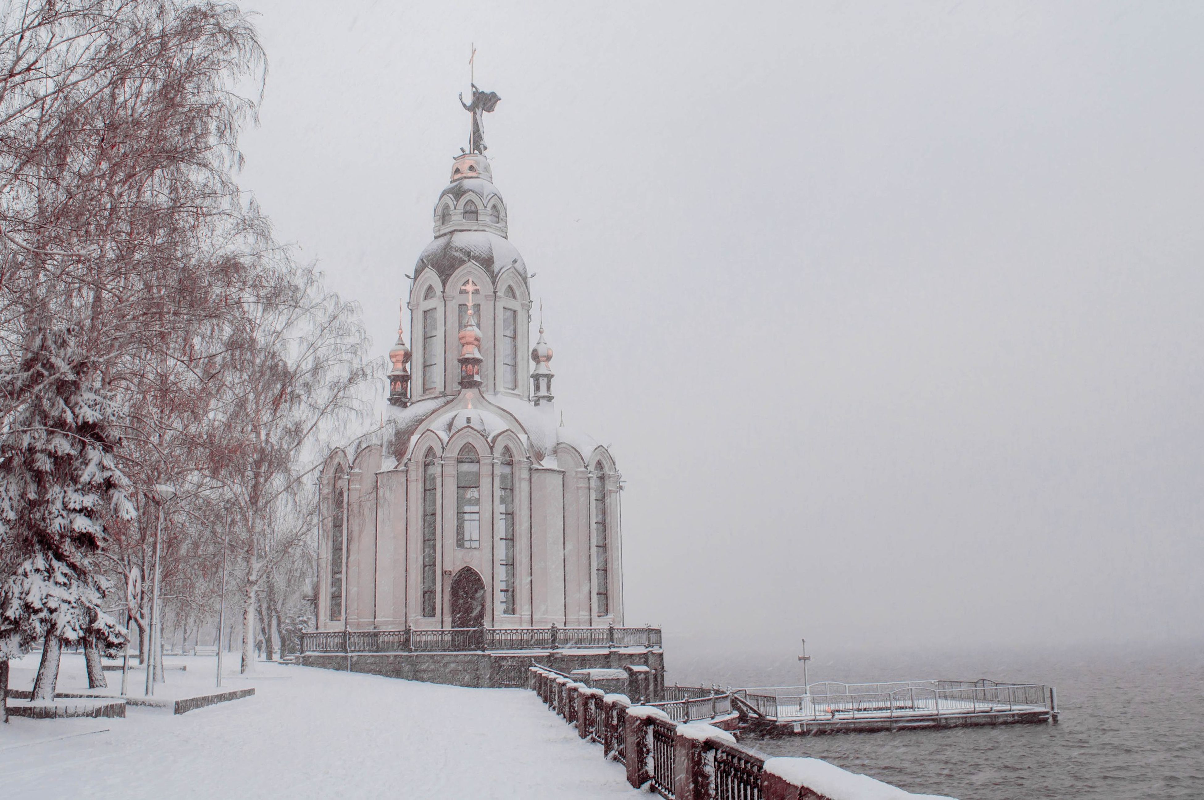 architecture, built structure, building exterior, clear sky, winter, snow, cold temperature, water, place of worship, religion, season, copy space, church, travel destinations, tower, spirituality, famous place, travel, day