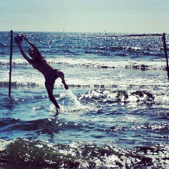 Mare Calcio Parata Goalkeeper tuffo calcio football sky flyinair onde jump