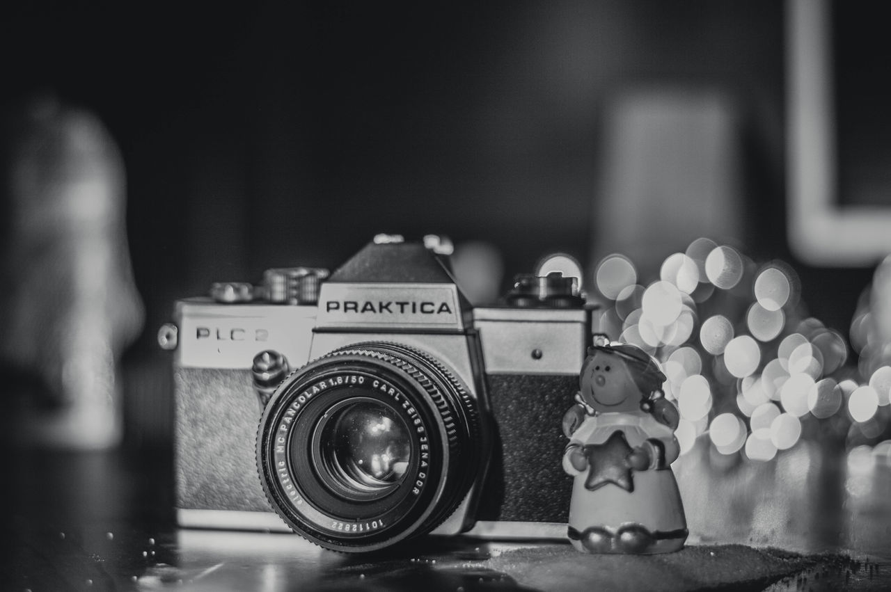 camera - photographic equipment, photography themes, focus on foreground, photographing, old-fashioned, retro styled, indoors, no people, technology, close-up, day, digital single-lens reflex camera