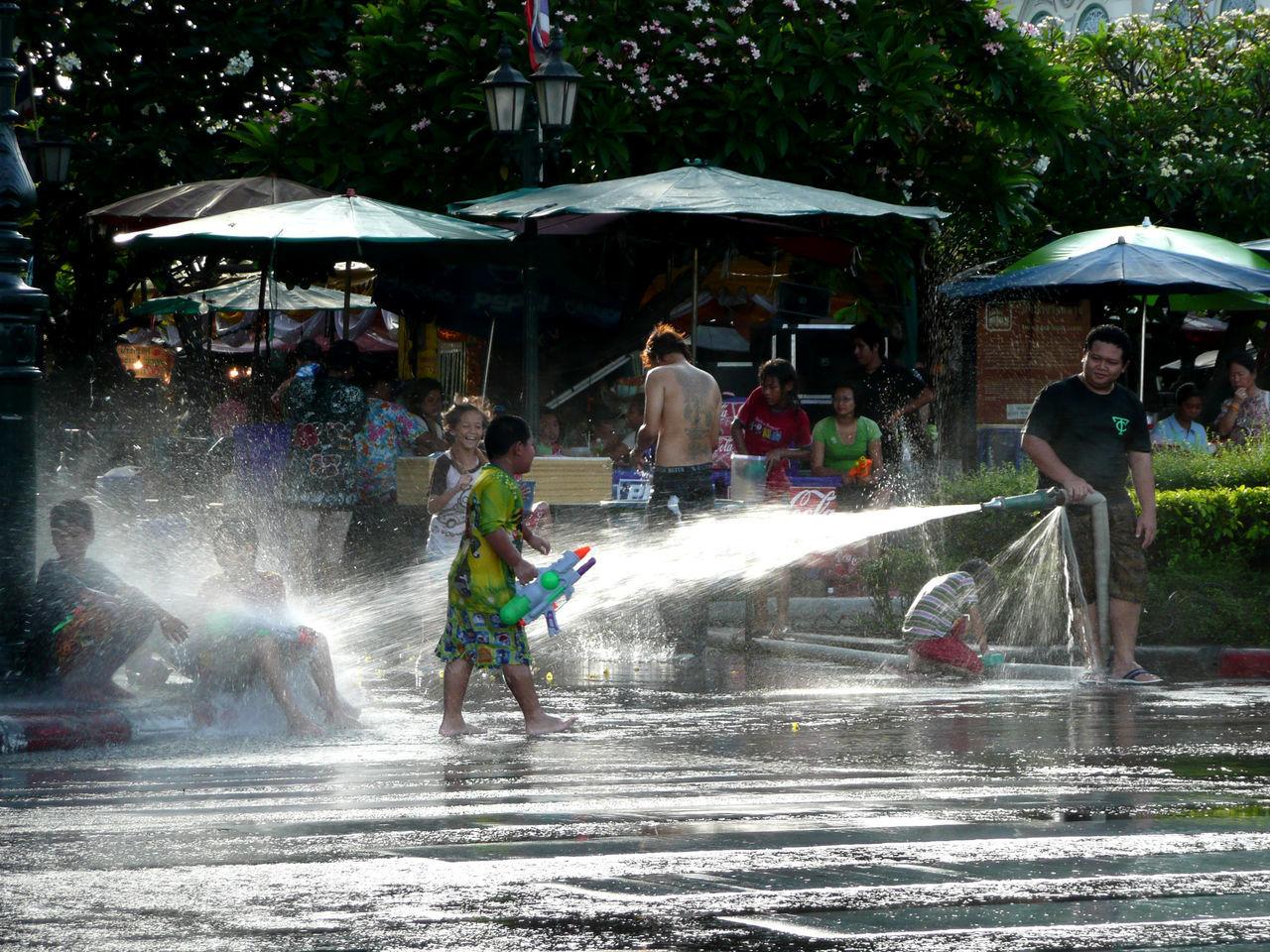 songkran festival in Bangkok, Thailand : 2009 2009 Bangkok Children Fun Phra Nakhon Songkran Songkran Festival Songkran Festival Day Spotted In Thailand Street Photography Streetphotography Thailand