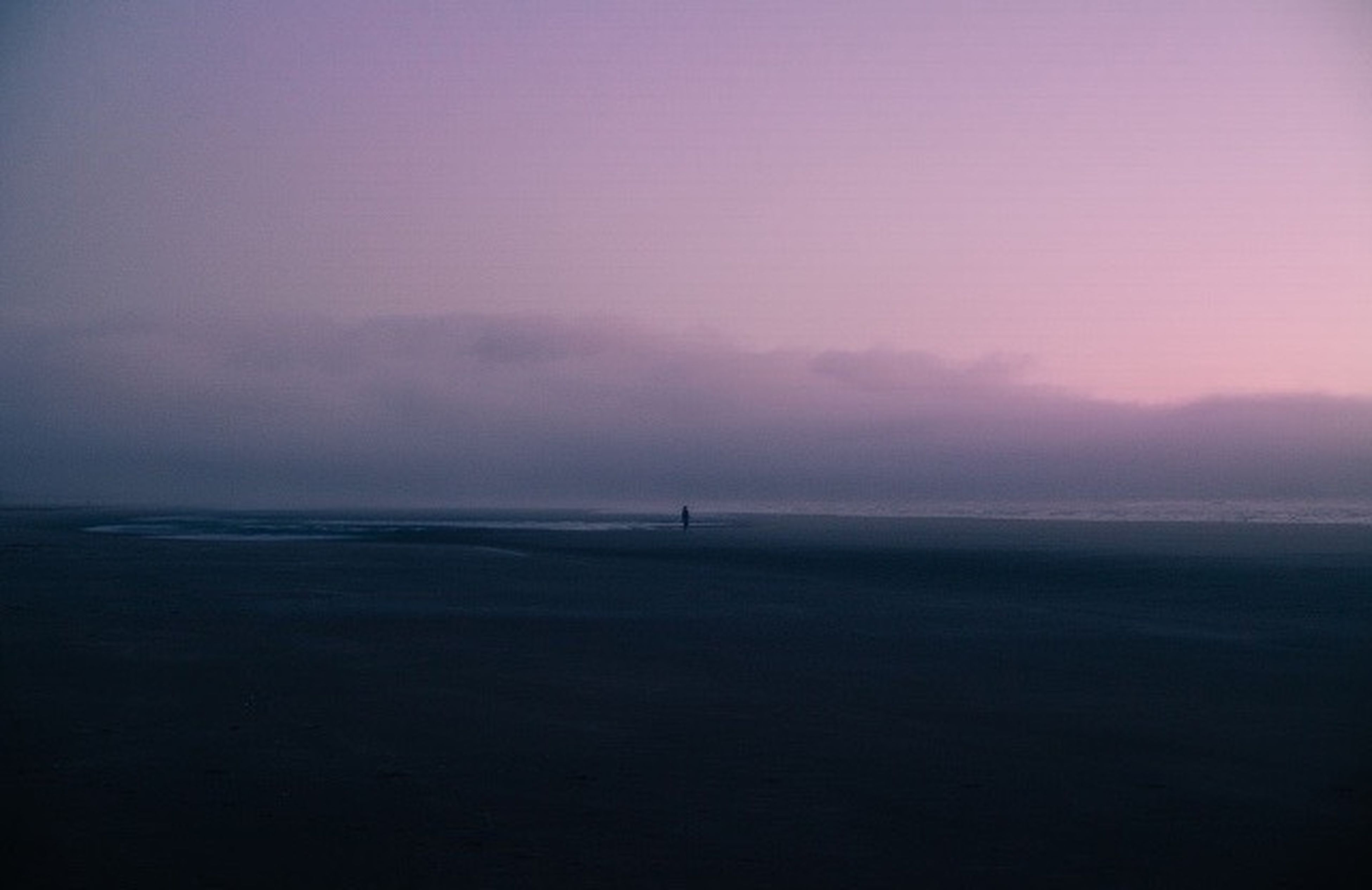 sea, tranquil scene, horizon over water, scenics, tranquility, water, silhouette, beauty in nature, sky, sunset, beach, nature, copy space, idyllic, dusk, shore, calm, remote, outdoors, non-urban scene