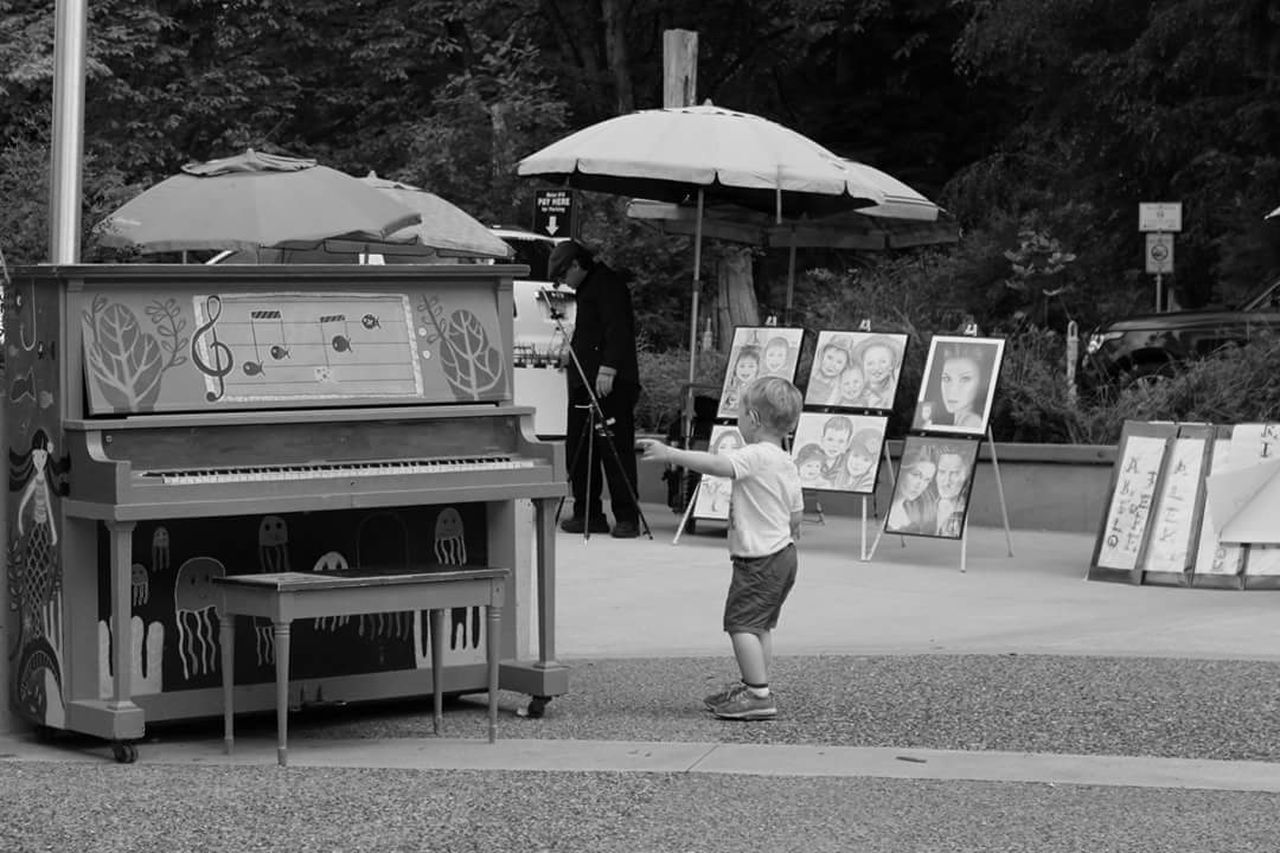 Blackandwhite Blackandwhite Photography Black And White Photography People Vancouveraquarium Vancouver BC Vancouver Piano People Watching People Photography Kid