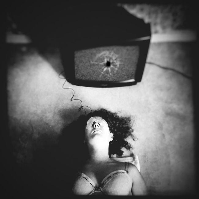 Broken memories of the human télévision. Shootermag Surrealism NEM BadKarma IPhoneArtism