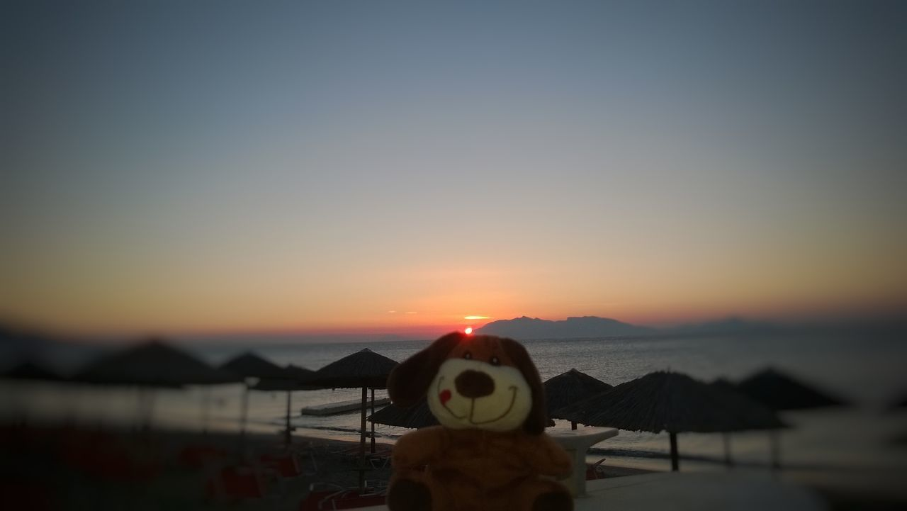 Focus Object 😚🐻🙋 Adventure Market My Favorite Photo Enjoying Life Atmospheric Mood First Eyeem Photo My Commute Scenics My Commute-2016 EyeEm Photography Awards Beach Sunset Sea Tranquil Scene Beauty In Nature Nature Horizon Over Water Outdoors Eyeemphoto TakeoverContrast Travel The Essence Of Summer Tranquility Silhouette Sky
