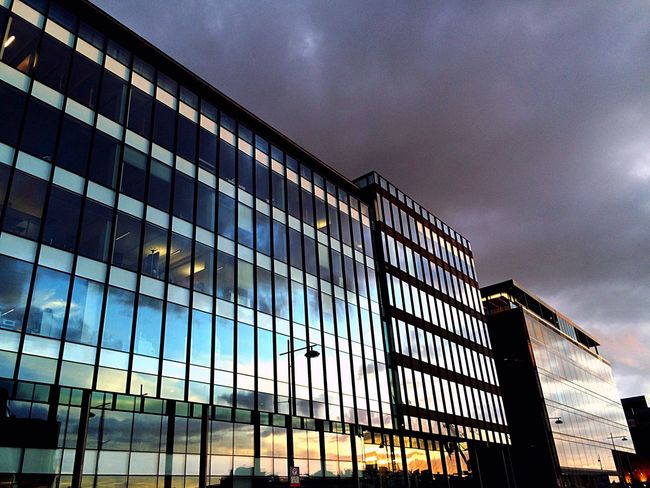 Reflecting Sunset Glass - Material Glass Building Cristal Reflection Capturing Colours Sunset Colors Sunset_collection Architecture Minimal
