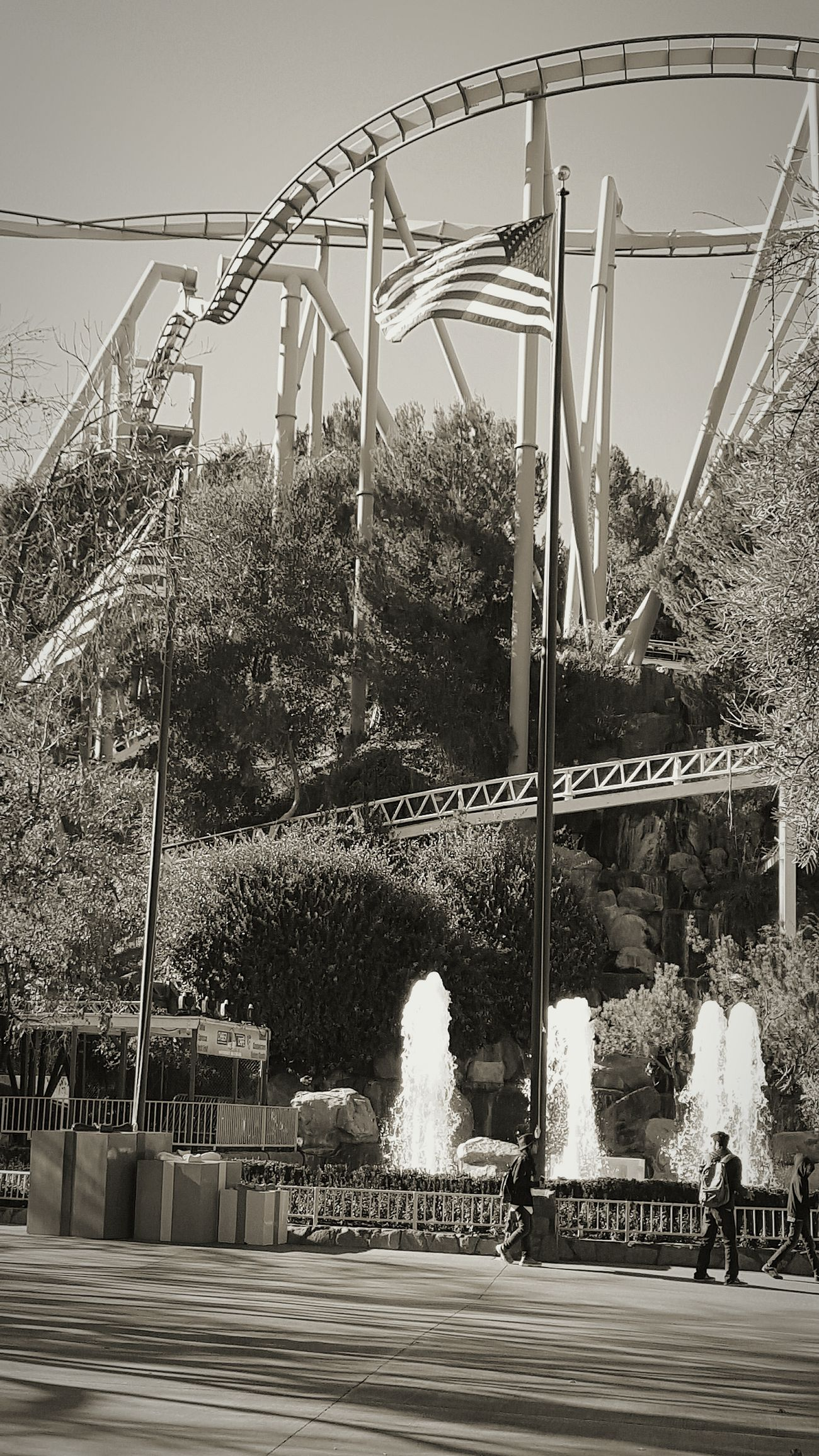Southern California Six Flags Magic Mountain Hanging Out Relaxing Taking Photos