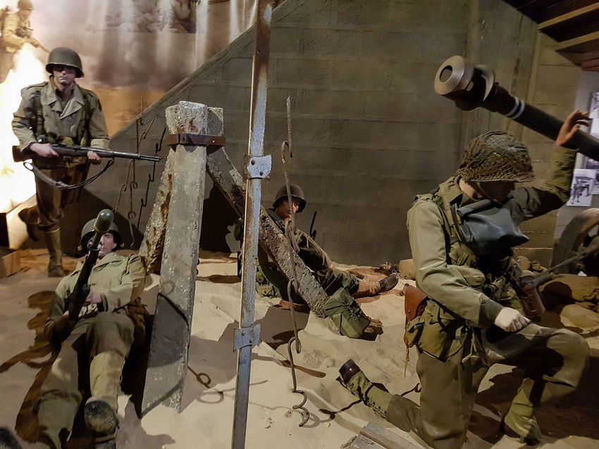 Overlord Museum, Colleville-sur-mer, Normandy, France, July 2017 D-Day II War World. Overlord Museum Army Army Soldier Camouflage Clothing Exhibition Exhibits Exposure Military Military Uniform Museum Omaha Beach Overlord Weapon