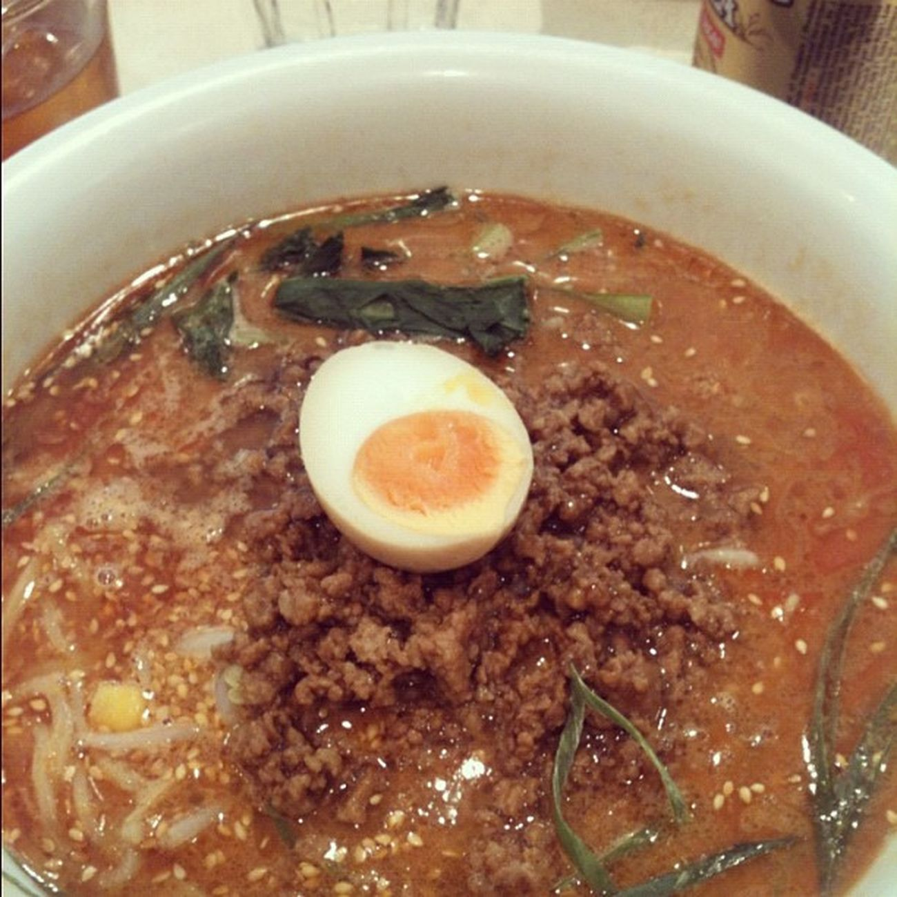 担担麺を食べる