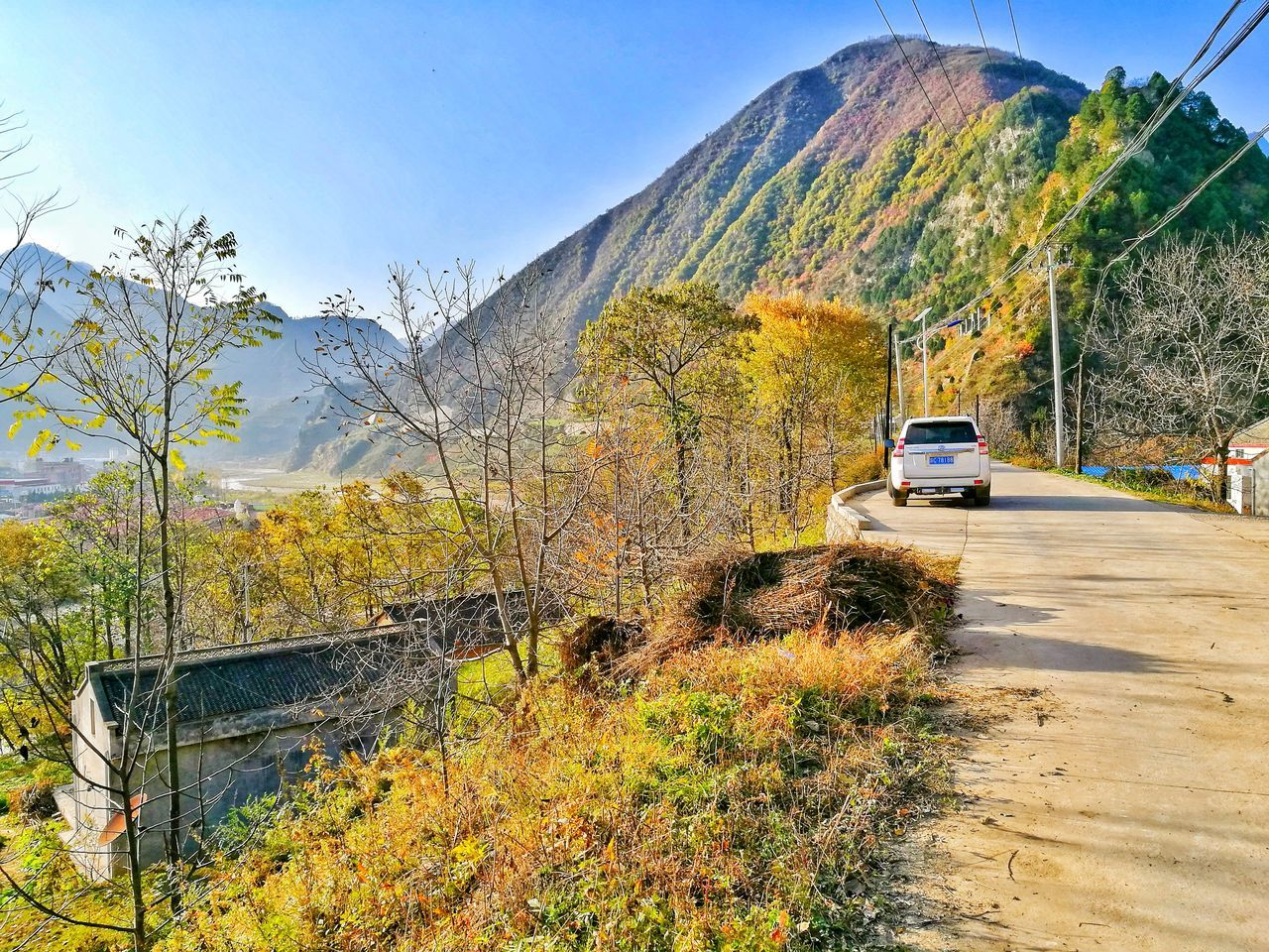 mountain, transportation, road, car, land vehicle, day, mode of transport, no people, tree, outdoors, scenics, mountain range, nature, beauty in nature, sky