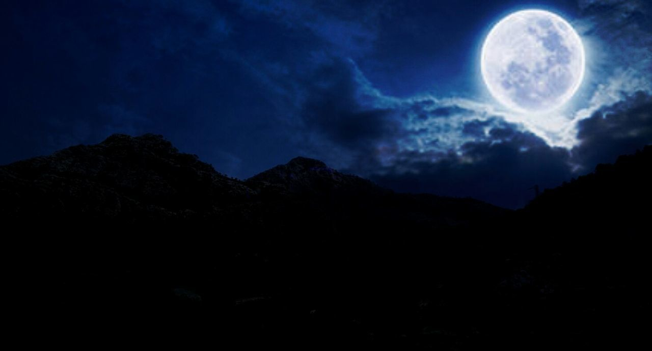 moon, full moon, night, dark, moonlight, moon surface, mountain, star - space, sky, cloud - sky, silhouette, tranquil scene, backgrounds, dark blue, nature, mountain range, black color, blue, astronomy, space, galaxy, scenics, no people, outdoors, lightning, halloween, milky way, futuristic