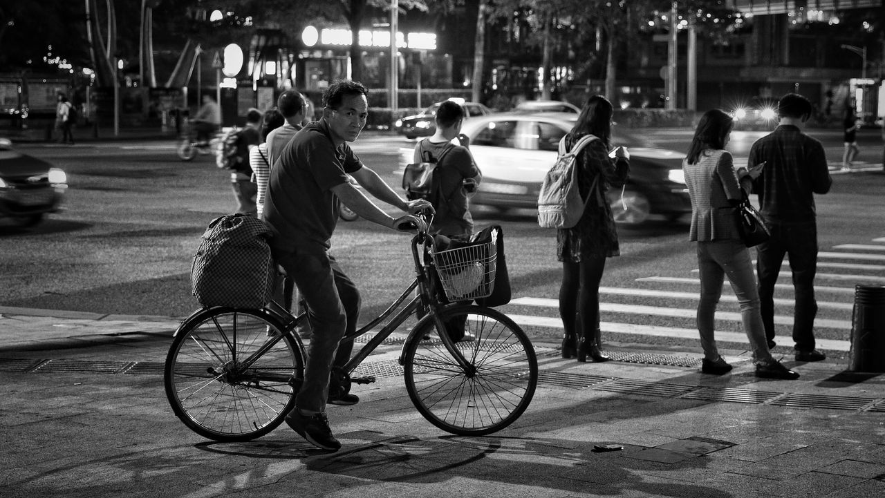 Hanging Out Taking Photos Hello World Street Photography Blackandwhite Light And Shadow EyeEmbestshots Cities At Night EyeEm Best Shots Everybodystreet Showcase April Our Best Pics Up Close Street Photography From My Point Of View EyeEm Gallery Canon Things I Like Urban Exploration Eye4photography  Streetphotography Night Lights EyeEmBestPics Eyeemphotography Canonphotography The Street Photographer - 2016 EyeEm Awards