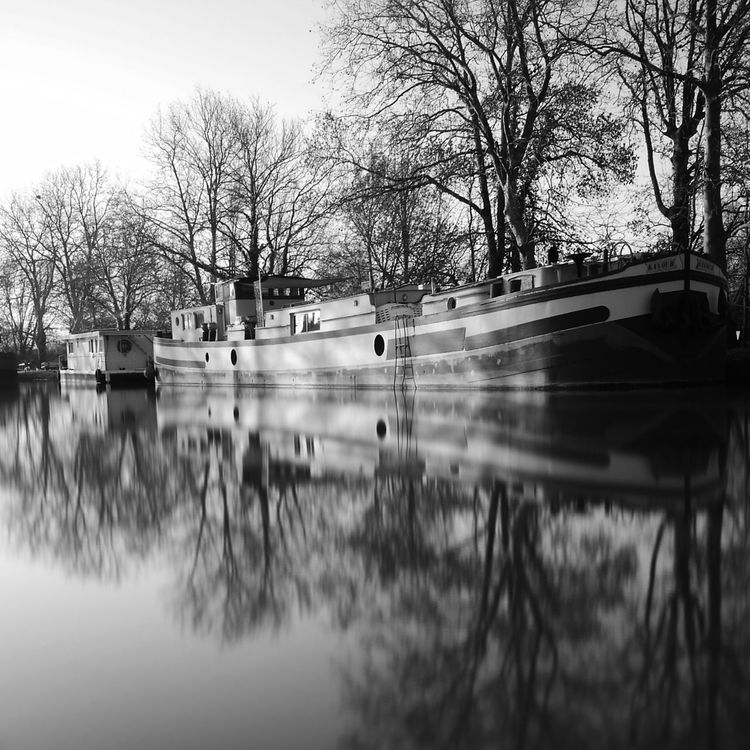 Reflection Water Tree Outdoors Nature Day Sky No People Barge Barge Boat House BargeOnTheRiver Black And White Monochrome Photograhy Huaweip9photos Black And White Photography Monochrome Photography Huawei Photo Academy Mode Of Transport Transportation HuaweiP9 MonochromePhotography Tranquil Scene Building Exterior Blackandwhite Long Exposure