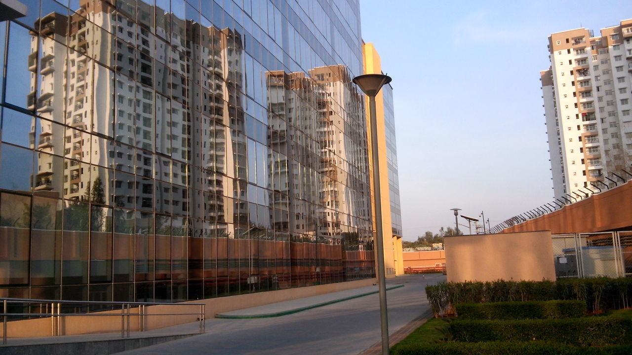 Inam Innovation Photography Building Exterior Building Interior Building Photography Building Reflections Building Site Building Structures Buildings & Sky Flooring Contrast Interior Design Sunset #sun #clouds #skylovers #sky #nature #beautifulinnature #naturalbeauty #photography #landscape Sunset_collection Working Hard