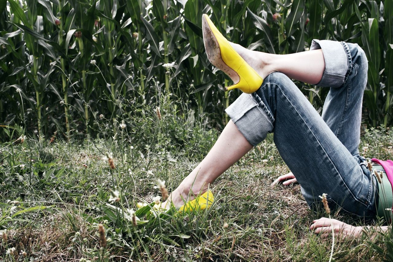 Put up your feet, work is done for today! Fashion RePicture Style Colors Nature Legs Jeans Shoes Yellow People Watching Capture The Moment