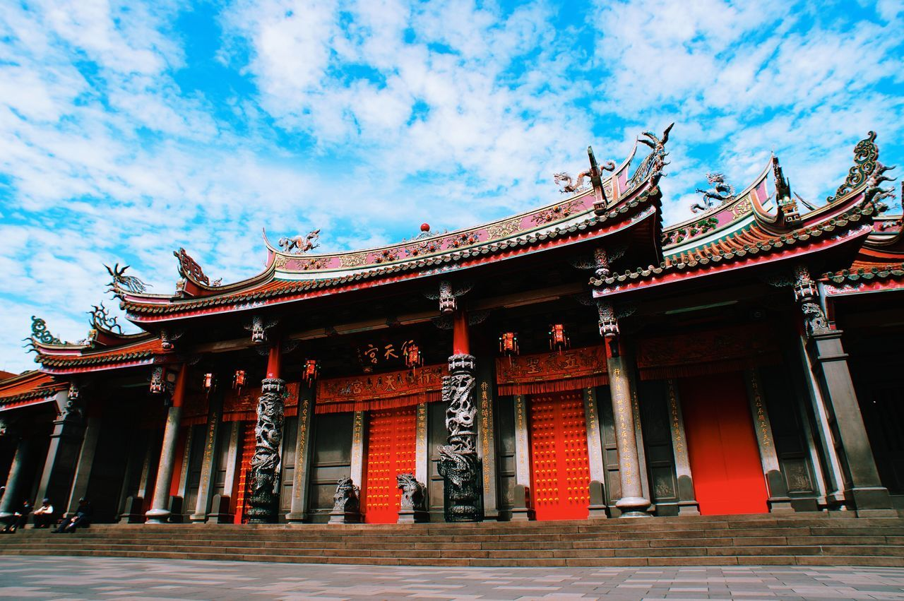 Temple Temple - Building Red Cultures Religion Place Of Worship Architecture Travel Destinations Travel Sky Tourism City History Tradition Ancient Classical Style Non-western Script Building Exterior Outdoors Beauty Cloud - Sky Vacations 臺灣 Street Streetphotography