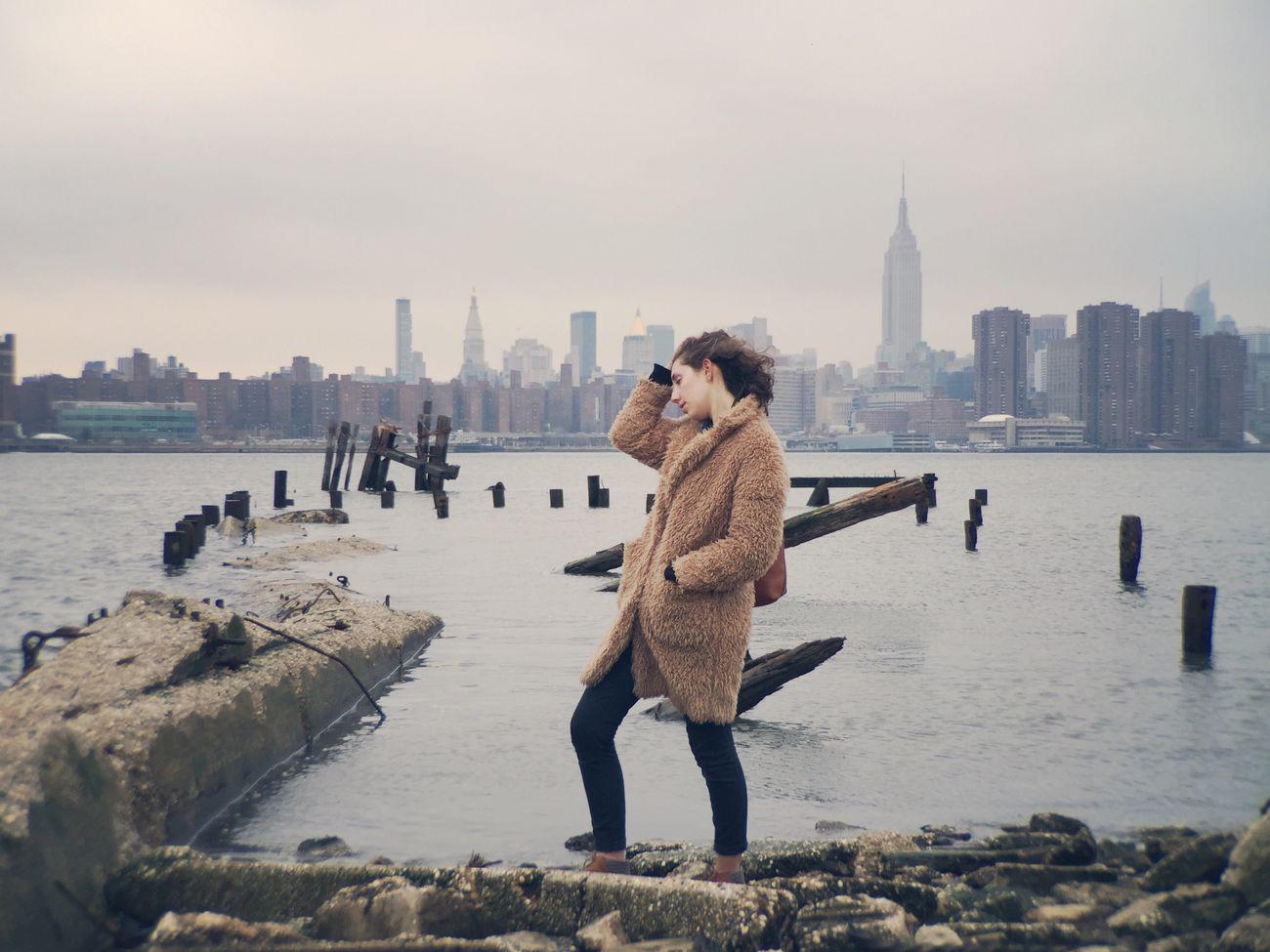 New York City Bushwickinletpark East River, NYC Girl
