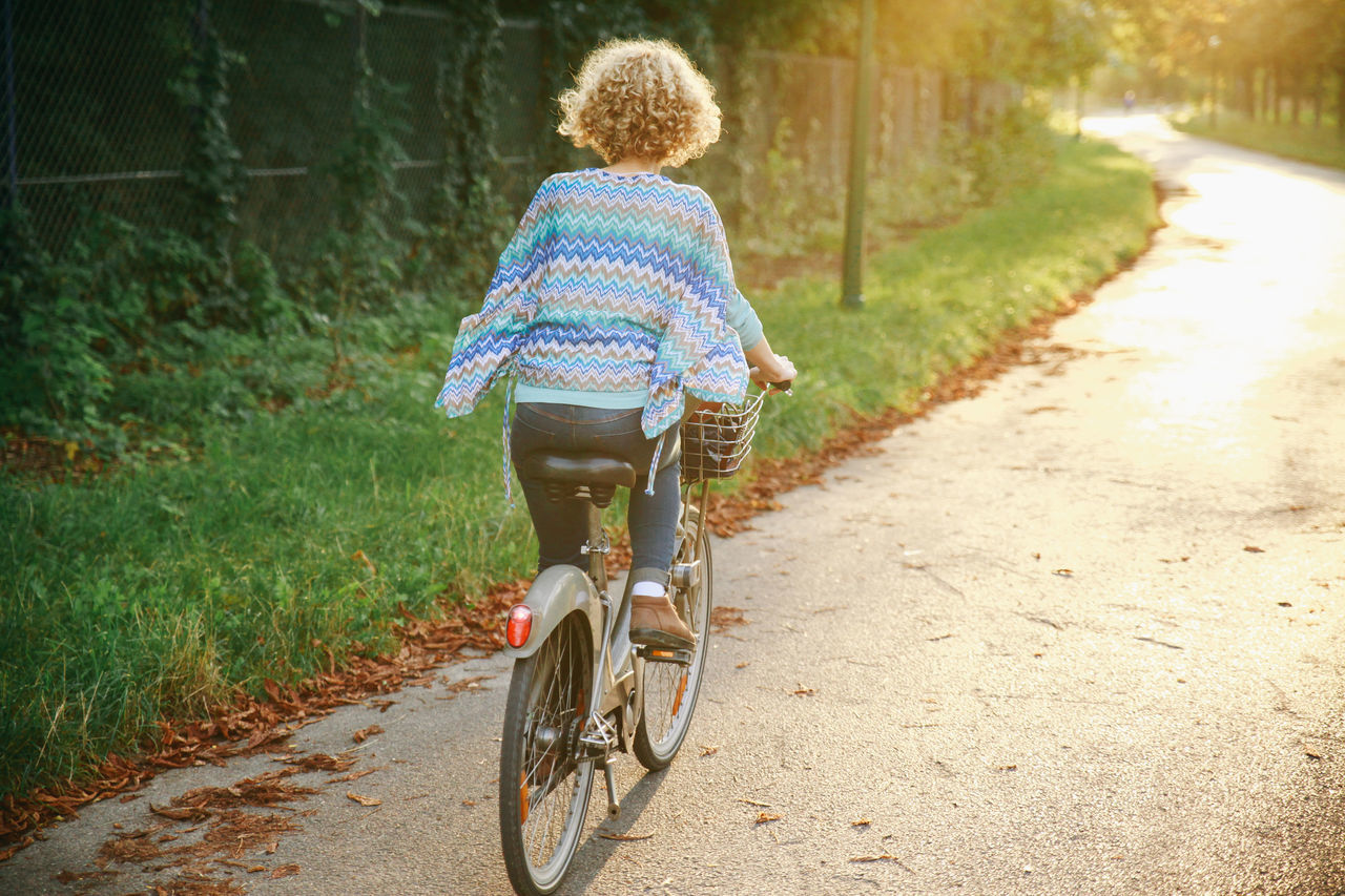 Beautiful stock photos of france, 25-29 Years, Bicycle, Casual Clothing, Cycling
