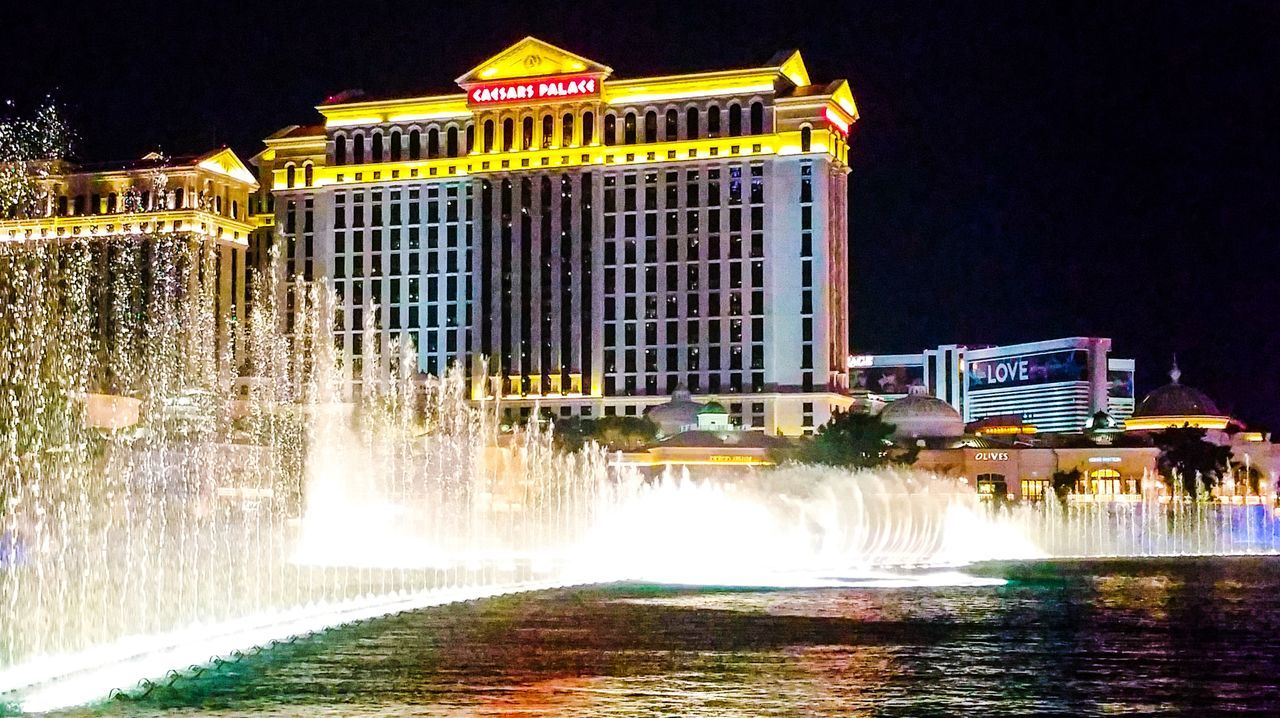 Las Vegas Caesarspalace Bellagio Fountains Watershow Lights City Lightroom VSCO Vscophile Vscocam Water Summer2016 USA Explore The City Happytraveller Travel Destinations Explore The World Wonderland EyeEmNewHere FirstEyeEmPic